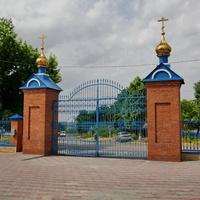 Центральные ворота Свято-Покровского храма