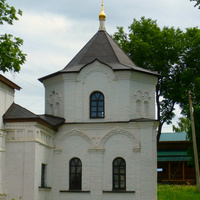Часовня-колодец великомученика Федора Стратилата.