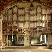 Внутреннее убранство ныне разрушенной церкви села Новые Липки.