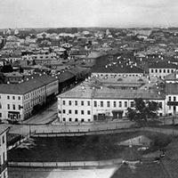 Вид на Цветной бульвар с колокольни Рождественского монастыря.